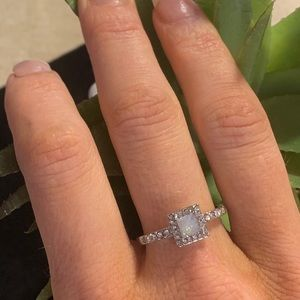 Jewelry - Beautiful opal ring